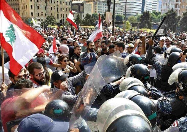 جعجع: 15 هزار نیروی آماده برای مقابله با حزب الله دارم