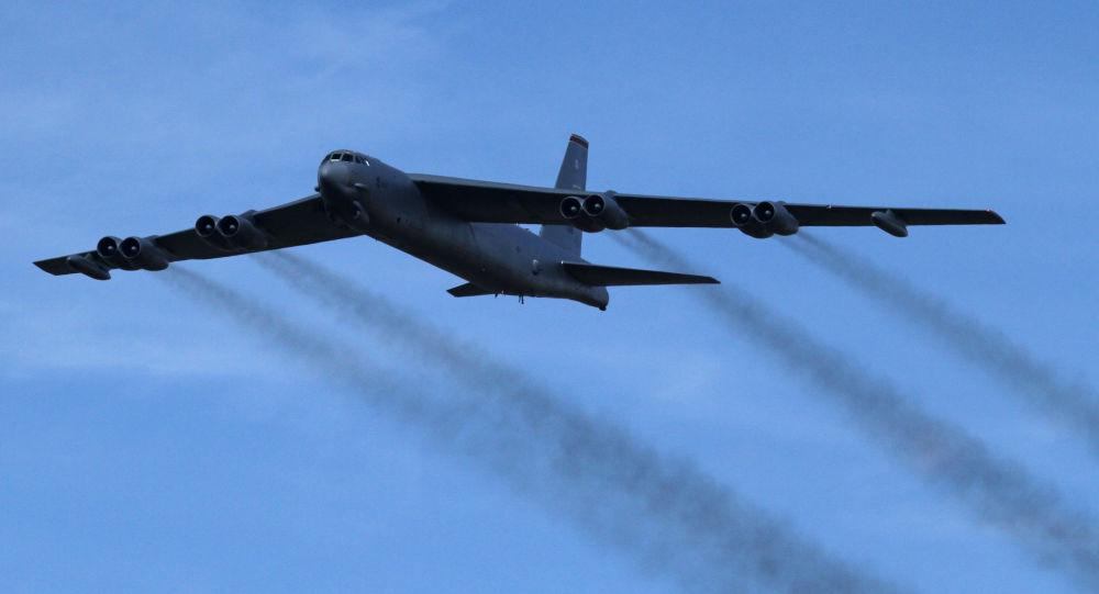 سه جنگنده سوخو-35 روسی، بمب افکن استراتژیک بی-52 آمریکایی را رهگیری کردند