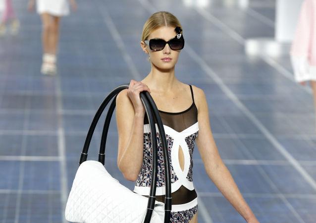 متخصص توضیح داد که چگونه کیف دستی زنان می تواند برای سلامتی خطرناک باشد