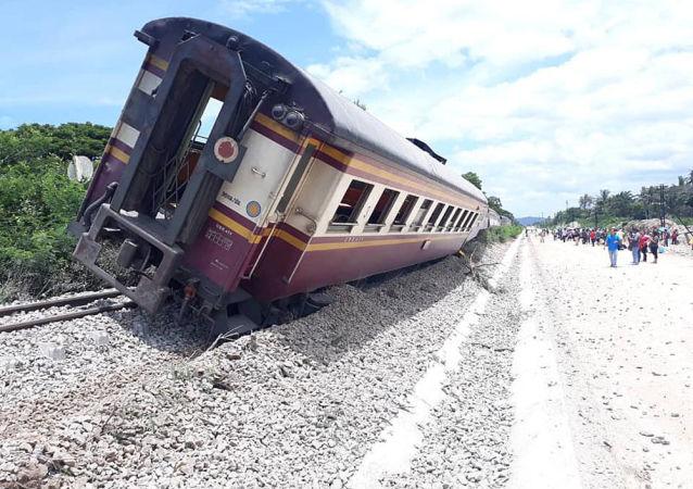 برخورد مرگبار قطار با اتوبوس در تایلند