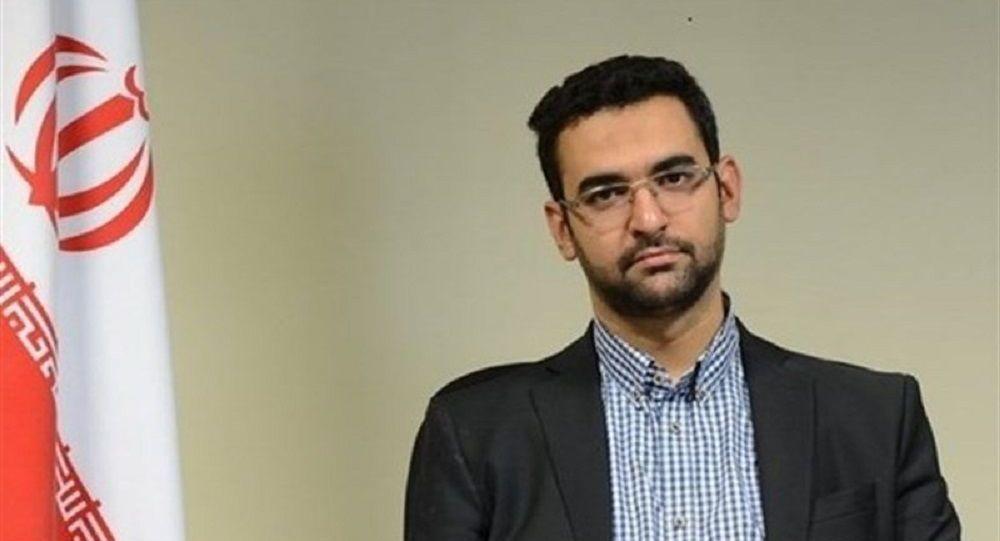 هدیه ویژه وزیر ارتباطات ایران برای علی دایی + عکس