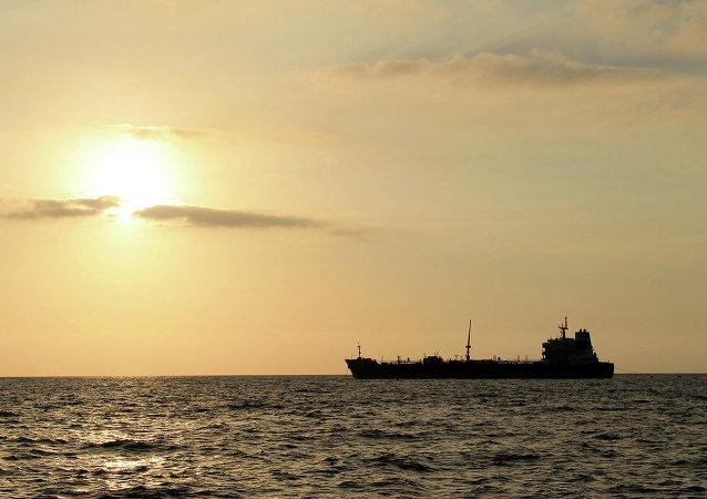 آتش سوزی در کشتی عراقی در آبهای خلیج فارس