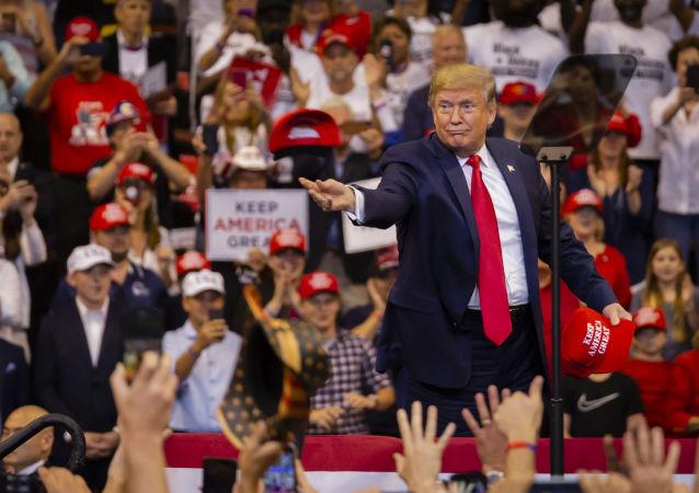 آیا کراوات نبستن ترامپ نشانه ی حمله ی قلبیست؟