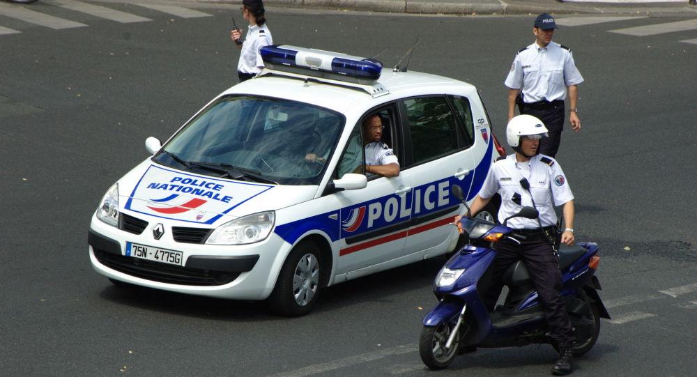 در فرانسه فردی که سر کودکی را بریده بود، کشته شد