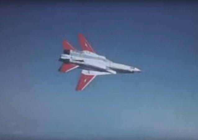 سوخت گیری جنگنده های  F-14در ایران + ویدئو