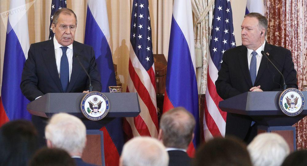 لاوروف و پمپئو در مورد حل مشکلات در سوریه، لیبی و افغانستان گفتگو کردند