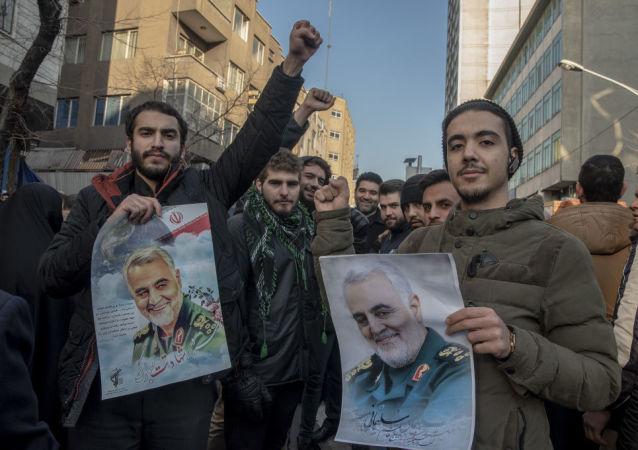 خادمی: در صورت هر اقدامی از سوی آمریکا خاورمیانه را برای آنها جهنم میکنیم