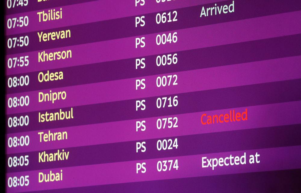 تابلو پروازهای فرودگاه بوریسپیل که پرواز تهراندر آن لغو شده