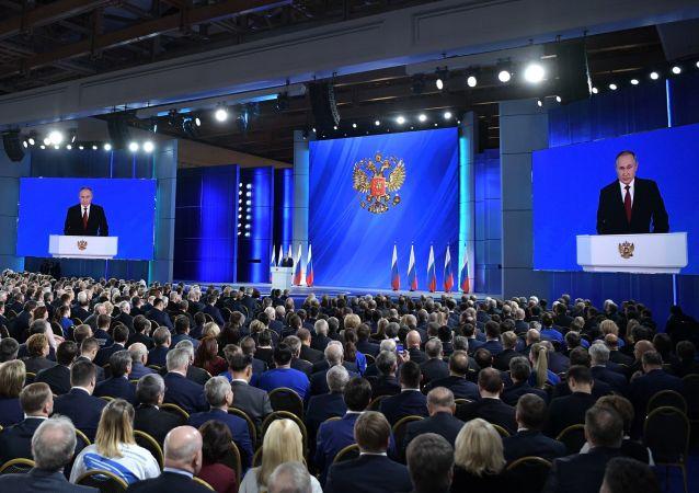 پوتین خواستار افزایش نقش پارلمان روسیه در انتصاب نخست وزیر شد