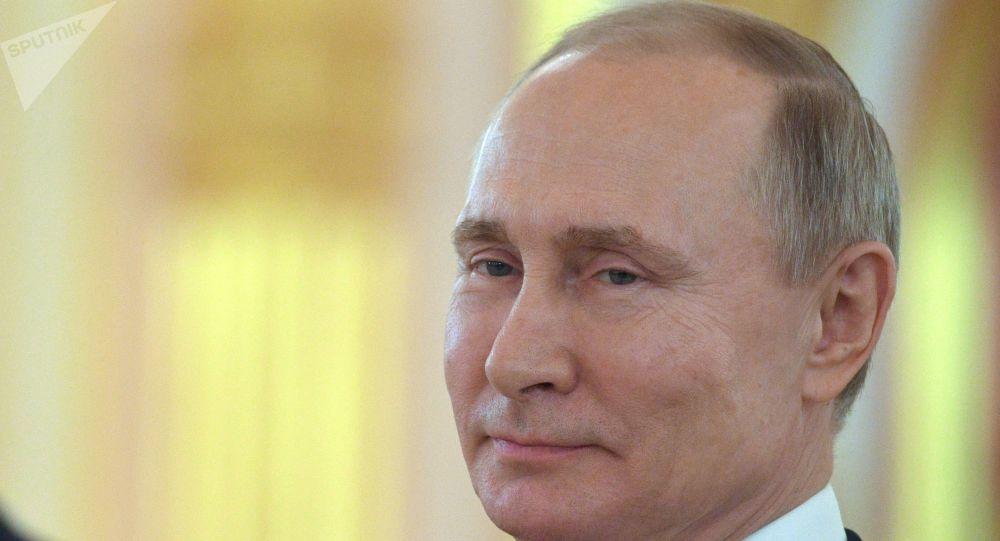 پوتین: روسیه موفق شد تا سرعت شیوع کرونا در کشور را کاهش دهد