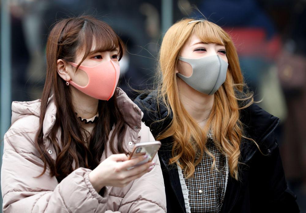 دختران با ماسک در توکیو