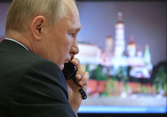 گفتگوی تلفنی پوتین و بن سلمان درباره همکاری در مبارزه با کرونا