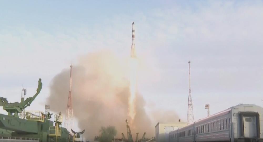 روسیه گروه فیلمبرداری را برای ضبط تاریخی فیلم به فضا فرستاد+پخش زنده