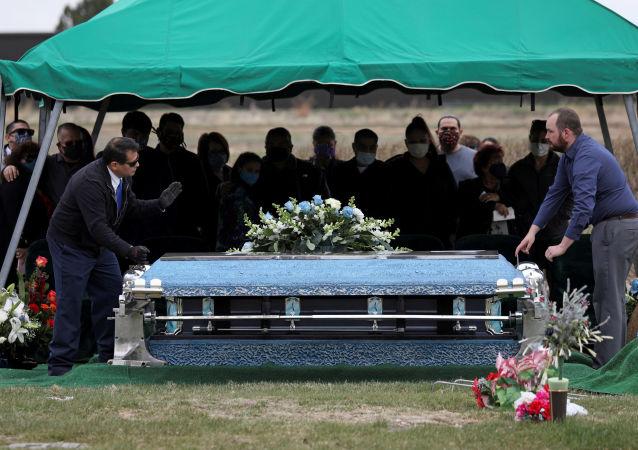 تعداد قربانیان کرونا در آمریکا به بیش از 70 هزار نفر رسید