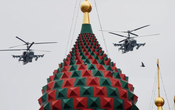تمرینات هوایی به مناسبت 75-مین سالگرد پیروزی در جنگ جهانی دوم در مسکو بالگردهای کا-52