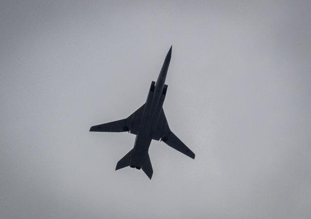 پرواز بمب افکن های روسی توپولف 22 ام 3 بر فراز دریای سیاه + ویدئو