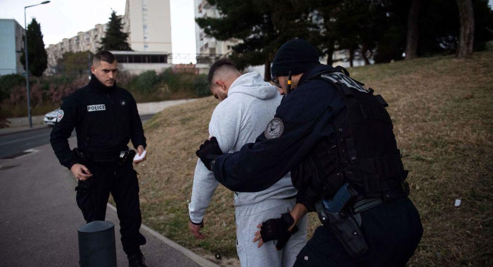 مردی چاقو به دست در لیون بازداشت شد