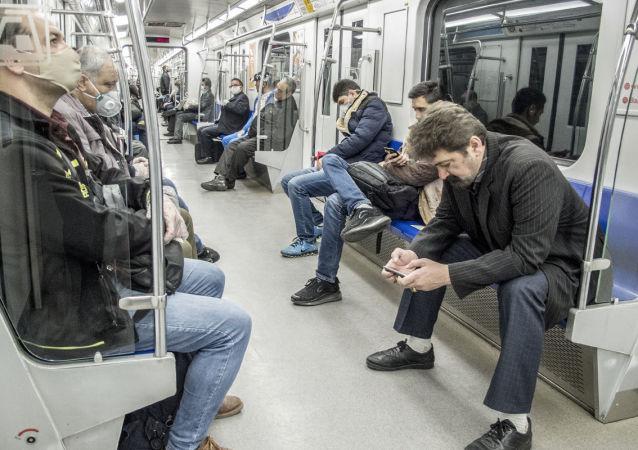 مسافران مترو در تهران