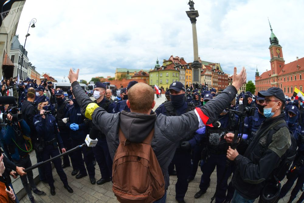 تجمع معترضین به اقدامات قرنطینه در ورشو