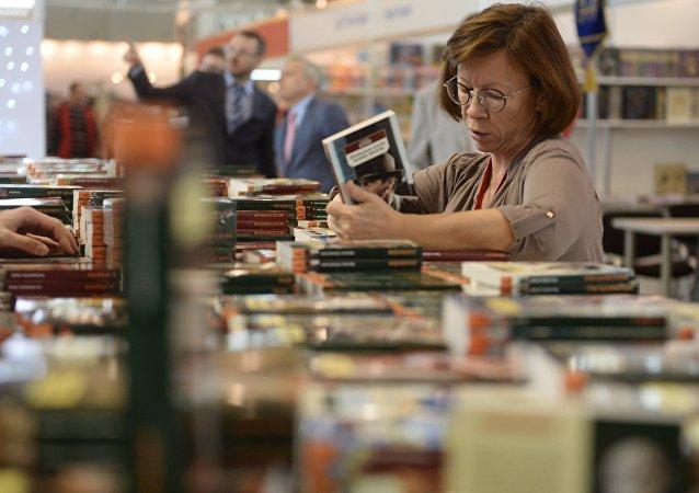 وزیر ارشاد برای گشایش نمایشگاه بین المللی کتاب روسیه وارد مسکو شد