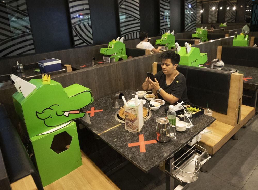 مشتری های رستوران مرکز تجاری در بانکوک تایلند