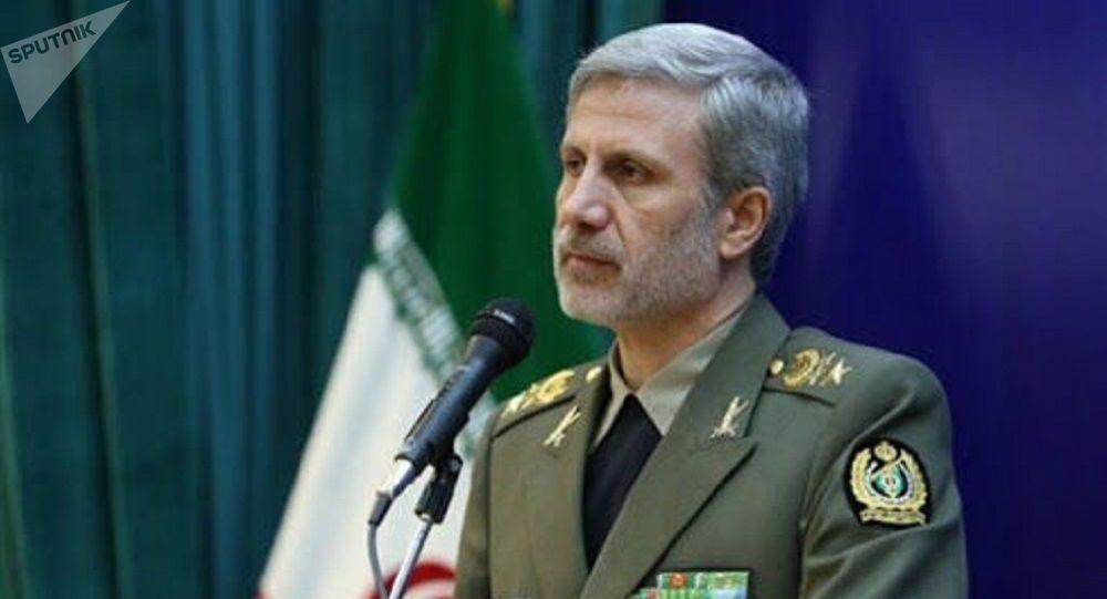 وزیر دفاع ایران : کمربند امنیت خلیج فارس محکمتر میشود