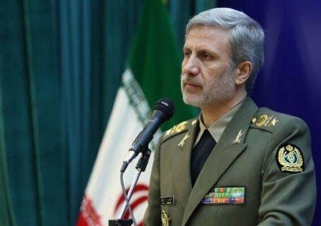 امیر سرتیپ حاتمی وزیر دفاع ایران