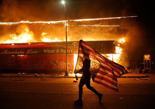 خطر فروپاشی آمریکا در پی انتخابات