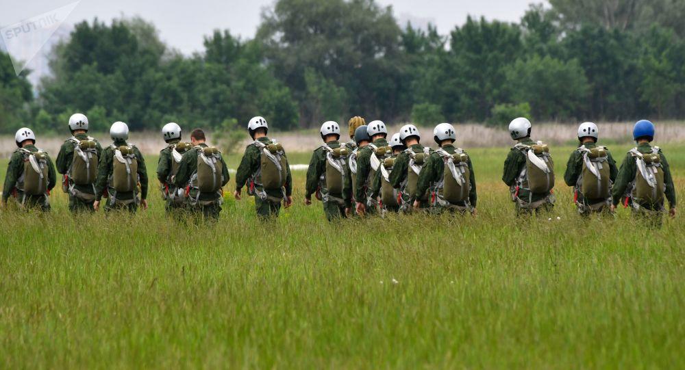فرود 800 چترباز نظامی آمریکا در نزدیکی مرزهای روسیه