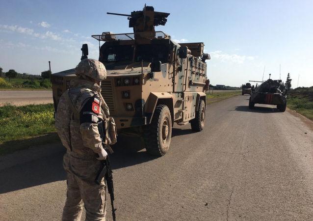 آمریکایی ها بیش از 40 کامیون گندم و نفت را از سوریه به عراق منتقل کردند
