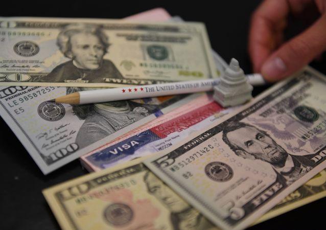 ارزش دلار در ایران سقوط کرد