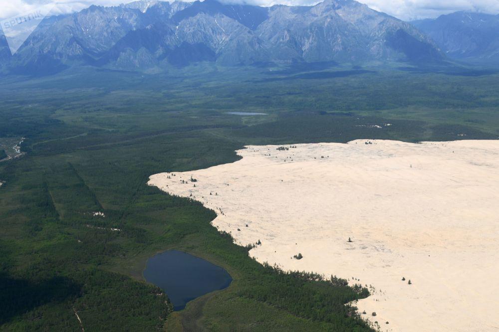 کویر شنی به اندازه ده کیلومتر در پنج کیلومتر در استان زابایکالسکویه روسیه