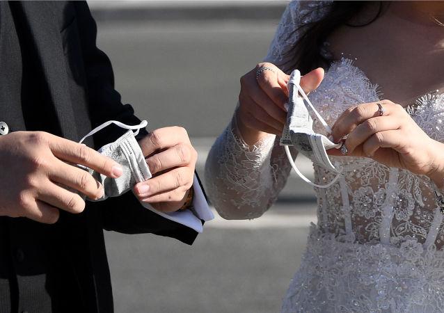 برگزاری مراسم پرجمعیت ترحیم و عروسی ، دلیل اصلی شیوع کرونا در کردستان ایران