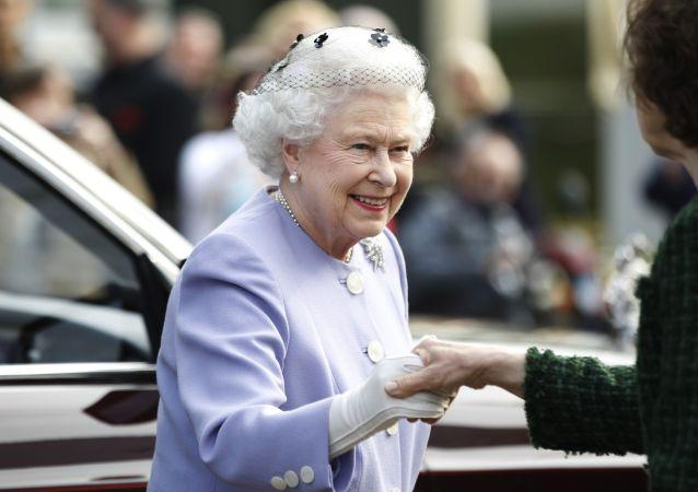 الیزابت دوم رکوردار طولانی ترین دوره سلطنت در بریتانیا می شود