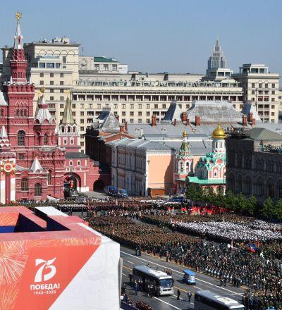 واکنش احساساتی کهنه سرباز روس به سخنان پوتین در رژه روز پیروزی + ویدئو