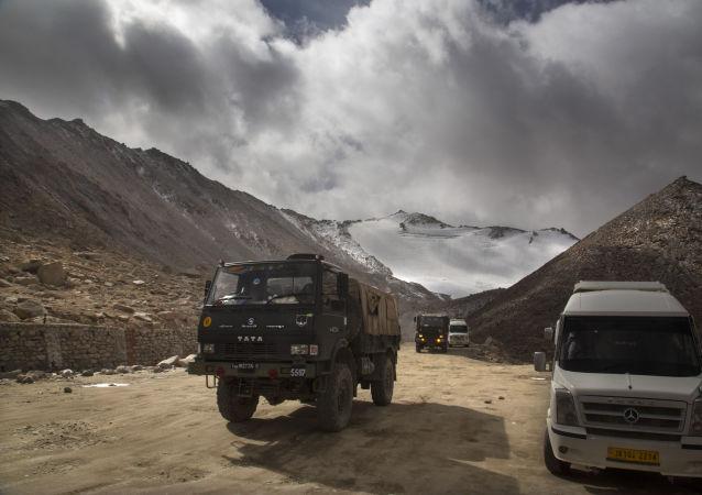 استقرار تانک های چینی در نزدیکی مرز هند