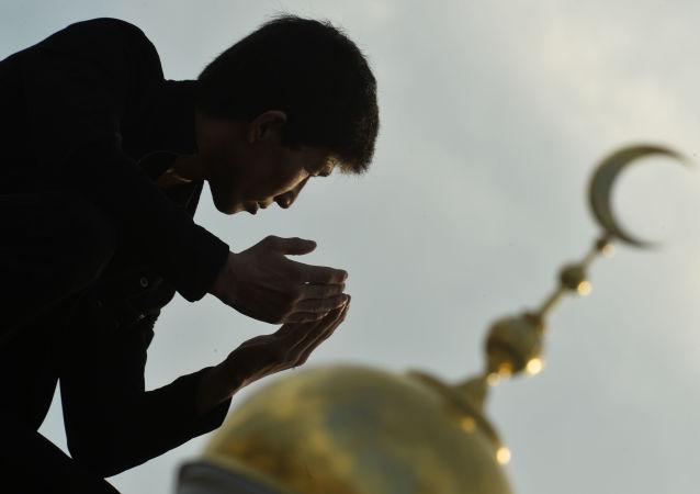 دستور امام مسجد دانمارک برای سنگ زدن به کافران تا سرحد مرگ