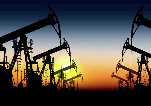 تعلیق قراردادهای جدید توسعه میادین نفتی در ایران